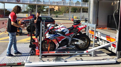 Transport de moto sur circuit