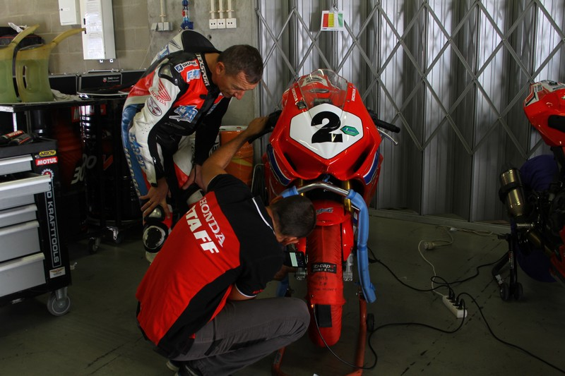 Preparation-moto-piste-1.JPG